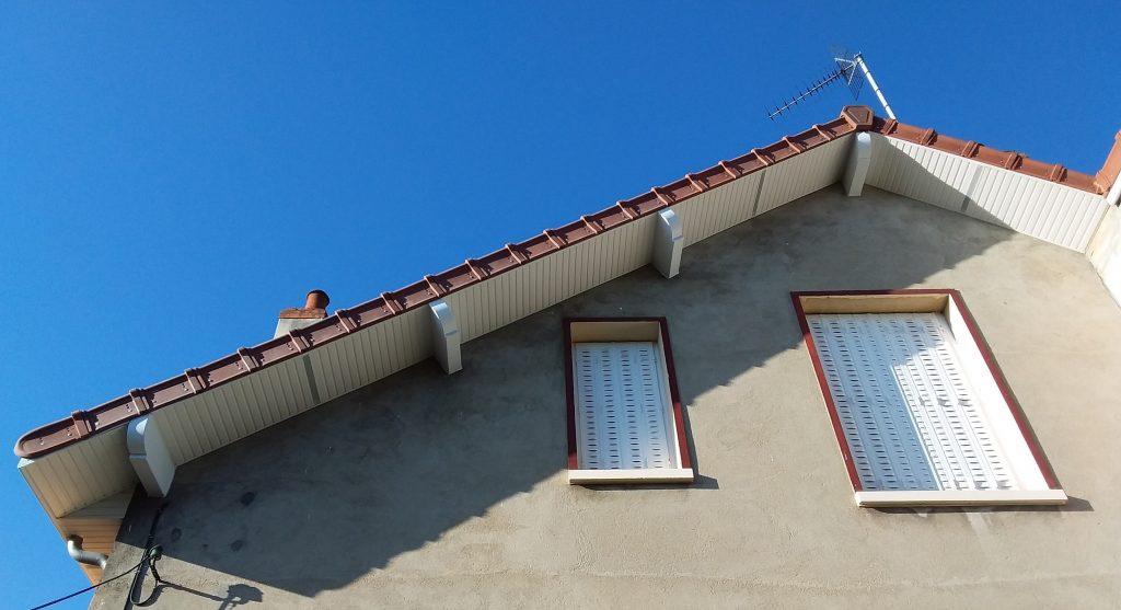 Débord de toit PVC - As du toit